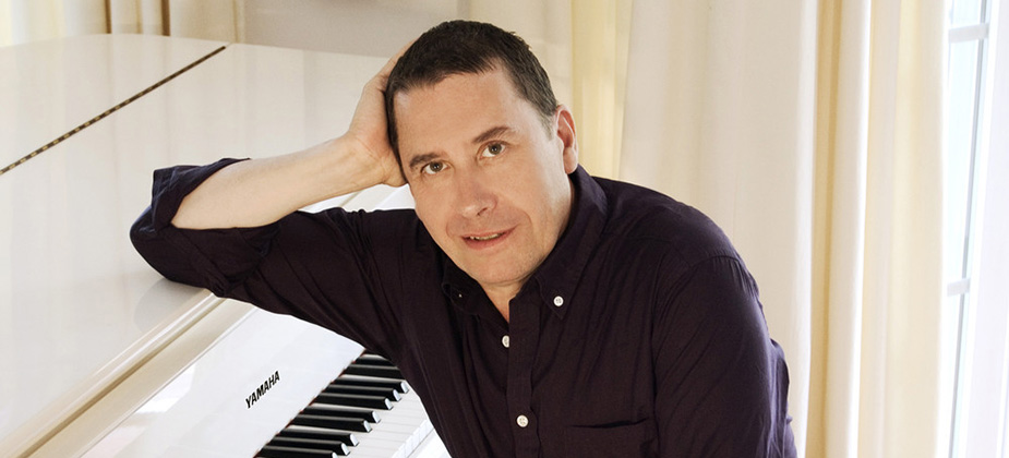GIG REVIEW: Jools Holland and his Rhythm & Blues Orchestra with special guests Marc Almond and Ruby Turner